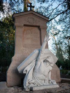 Jules Verne ~ Cimetière de la Madeleine, Amiens, France #cemetery #headstone #gravestone #tombstone #myt
