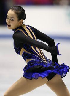 フィギュアスケートグランプリシリーズ第4戦NHK杯の女子フリーで演技する浅田=東京・国立代々木競技場で2013年11月9日 (361×500) http://mainichi.jp/feature/news/20131108org00m050007000c.html