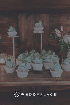 """Das Hochzeitsmotto """"Modern Vintage"""" wird in diesem Styled Shoot wunderschön verdeutlicht. Lasst Euch inspirieren! #StyledShoot #Hochzeit #Modern #Vintage #Traumhochzeit Modern Vintage Weddings, Vintage Stil, Inspiration, Painting, Style, Paper Mill, Thanks Card, Place Cards, Newlyweds"""