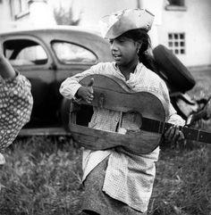 Gitans, Fille à la guitare, Lucien Clergue