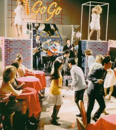 "Johnny Rivers performing on ""Hullabaloo""---Loved This TV Show.Especially The Go-Go Dancers In the ""Shimmy Dresses"" in Their ""Cages"".Coolness On Display.And, Still Listen to ""Johnny Rivers Live At Whiskey A-Go-Go""--And It Still Sounds GREAT! Radios, 1960s Aesthetic, Music Aesthetic, Rock N Roll, Johnny Rivers, Retro Girls, Classic Tv, Classic Rock, Nostalgia"