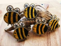 Felt bees with zippers!