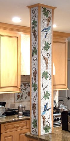 Love this accent column. Would do with citrus and bright blue background Mosaic Wall Art, Tile Art, Mosaic Glass, Stained Glass, Glass Art, Mosaic Crafts, Mosaic Projects, Mosaic Designs, Mosaic Patterns