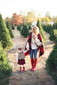 Christmas Photos A Buffalo Plaid Christmas Reitstiefel Christmas Pictures Outfits, Cute Christmas Outfits, Family Christmas Pictures, Family Picture Outfits, Christmas Tree Farm, Christmas Photo Cards, Plaid Christmas, Christmas Minis, Xmas Pics