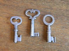 3 Vintage Skeleton Keys Antique Key Lot by PeoriaArchSalvage