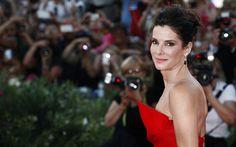 """È Sandra Bullock la donna più bella del mondo nel 2015. A dirlo è la rivista americana """"People"""" –Bellucci, Ferilli, Crowe, Bullock: sex symbol over 50"""