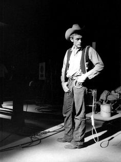 James Dean during the filming of Giant, 1955 Indiana, Old Hollywood Actors, Classic Hollywood, Vintage Hollywood, Bernardo Velasco, James Dean Photos, Rebel Without A Cause, Adrien Brody, Eric Dane