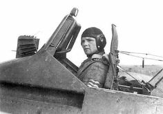 Hauptmann Ruffer in his Henschel 129. You can see how small the cockpit was, the gunsight had to be outside to leave some room for the pilot's nose. Notice also the thickness of the windshield that was design to protect the pilot - pin by Paolo Marzioli