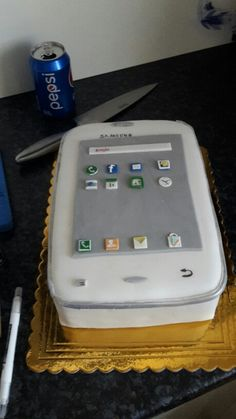 Mobile phone cake Hello Hello, Nintendo Consoles, Cakes, Phone, Sweet, Kitchen, Design, Cooking, Telephone