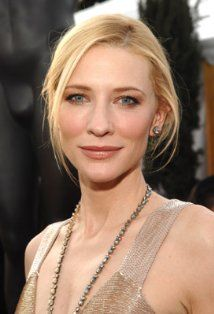 Cate Blanchet was one of the first celebrities to update her home with solar panels and rainwater tanks. She is heavily involved with the Australian Conservation Foundation and with SolarAid (based in the UK). Cate Blanchett, Beautiful People, Beautiful Women, Australian Actors, Best Actress, Photos Du, Belle Photo, Movie Stars, Belle
