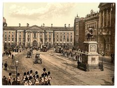 Historical image of Trinity College and College Green in the centre of Dublin and stay in a historical Townhouse Baggot Court B&B Dublin nearby on Baggot Street in Dublin 2 . Ireland Pictures, Old Pictures, Old Photos, Vintage Photos, Irish Independence, Trinity College Dublin, Ireland Homes, Dublin City, Historical Images