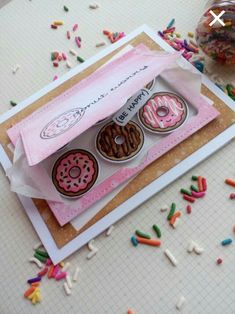 card sweets donuts Lawn Fawn donut worry be happy - card looks like a cake box with donuts Creative Birthday Cards, Handmade Birthday Cards, Diy Birthday, Card Birthday, Get Gift Cards, Diy Cards, Lawn Fawn, Pochette Photo, Paper Balloon