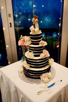Lauren and Tims Classic Sunshine Coast Wedding - Love the naked cake by Elisabeth's cakes. Jess Gunn Photography
