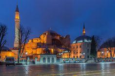 File:Hagia Sophia February 2013 02.Ayasofya gece görünümü