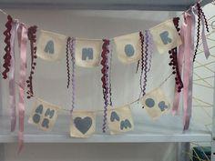 Bandeirinhas decorativas feito para festinha de criança mas que pode ser usado em qualquer cantinho da casa ou até em um móvel. O jeans foi o material reaproveitado. Mil925 Atelier