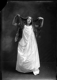 Glass negative - c.1900 (Via)