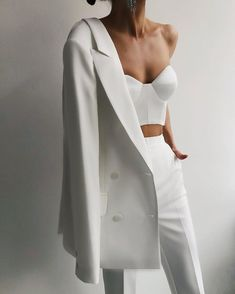 Glamouröse Outfits, White Outfits, Cute Casual Outfits, All White Outfit, Suit Fashion, Look Fashion, Fashion Dresses, Fashion Design, Girl Fashion