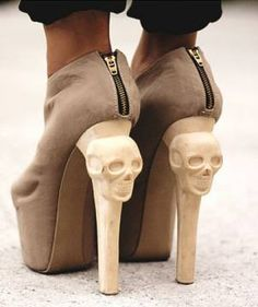 Kermit Tesoro Skull Heel Boots Rock the skull look with this edgy heels. Filipino designer Tesoro has designed this range of skull footwear for French designer, . Kermit, Look Fashion, Fashion Shoes, Womens Fashion, Skull Fashion, Girl Fashion, Fashion Design, Crazy Shoes, Me Too Shoes