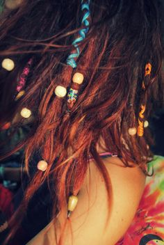 I like the decoration in these : beads, string <3