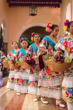 Dancers performing a traditional jarana. #mexico