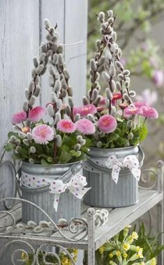 Cool Easter DIY decoration ideas for the garden- Coole Ostern DIY Deko Ideen für den Garten Cool Easter DIY decoration ideas for the garden - Fleurs Diy, Deco Floral, Easter Wreaths, Camping Ideas, Spring Flowers, Amazing Gardens, Easter Eggs, Floral Arrangements, Easy Diy