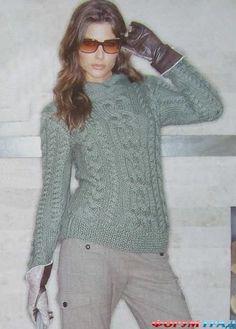 Зеленый свитер с косами