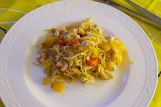 Hämmentäjä: Kanaa ja katkarapuja mangokastikkessa. Chicken and shrimps in mango sauce.