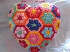 Resultado de imagem para almofada de flor de  croche com grafico