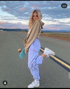 Skater Girl Outfits, Skater Girls, Teen Fashion Outfits, Retro Outfits, Trendy Outfits, Style Fashion, 90s Fashion, Retro Fashion, Fashion Pants