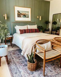Bedroom Green, Room Ideas Bedroom, Home Bedroom, Earthy Bedroom, Warm Bedroom, Bungalow Bedroom, Green Bedrooms, Bed Room, Tropical Master Bedroom