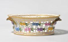 "Fruit basket, ""Flora Danica"" . 2 Half 20th century Royal Copenhagen. Ovals, pierced Korbschale with flowers application. Botanical Plants representation ""Galanthus nivalis L."" H 8.5 cm; B 24 cm."