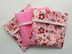 Sadie's Babies Sanitary Sachets are a wonderful solution to discreetly storing… Fabric Crafts, Sewing Crafts, Sewing Tutorials, Sewing Patterns, Menstrual Pads, Cloth Pads, Disposable Diapers, Wet Bag, Family Outfits