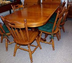 Solid oak dining room set with 6 chairs 2 leaves Made in