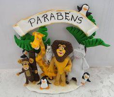 Topo de bolo com os personagens modelados em biscuit. Podemos modelar qualquer tema, consulte-nos!!! No ato do fechamento, favor informar o cep para o cálculo do envio, que é por conta do cliente. Obrigada! R$ 85,00