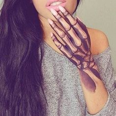 Hand Tattoo Skelett Knochen tattoos for girls Hand Tattoo Skelett Knochen Makeup Fx, Hand Makeup, Prom Makeup, Beauty Makeup, Tattoo Girls, Girl Tattoos, Tattoos For Women, Tatoos, Girly Hand Tattoos