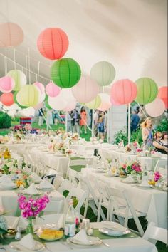 Paper Lantern Wedding Decoration - Outdoor Wedding. http://memorablewedding.blogspot.com/2014/01/paper-lanterns-how-to-find-affordable.html