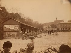 Kramy na Placu Szczepańskim w Krakowie, 1891. http://m.krakow.gazeta.pl/krakow/56,106511,15810118,Targ_rybny,,9.html