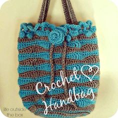Crochet Beach Bag Pattern FREE pattern, lovely, looks like the sea... be amazing in pastels too, thanks so! xox