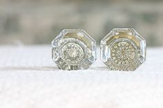 Vintage Glass Door Knobs via mylusciouslife. Knobs And Knockers, Knobs And Handles, Knobs And Pulls, Old Door Knobs, Glass Door Knobs, Old Keys, Crystal Decor, Door Furniture, Old Doors