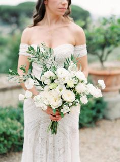 Organic Destination Wedding in Tuscany #greeneryinweddings #italiandestinationweddings #naturalweddingdecor