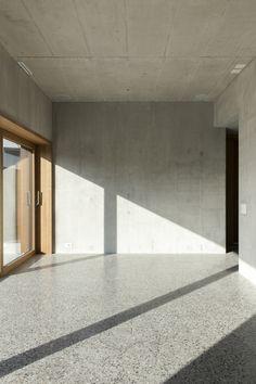 Selbstgewählte Isolation - Einfamilienhaus am Schweizer Bodenseeufer von Becker + Umbricht
