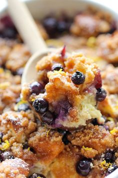 Baked Blueberry Lemon French Toast - Damn Delicious Great idea for brunch with a big group What's For Breakfast, Breakfast Dishes, Breakfast Recipes, Blueberry Breakfast, Blueberry Oatmeal, Blueberry Bread, Little Lunch, Blueberry Recipes, Snack