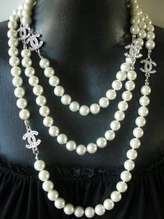 Chanel Pearls Every woman should own a beautiful set of pearls to adorn in. What better than Chanel~ On my wish list! Bracelet Chanel, Chanel Pearl Necklace, Chanel Jewelry, Luxury Jewelry, Pearl Jewelry, Fashion Jewelry, Pearl Bracelets, Pearl Rings, Pearl Necklaces