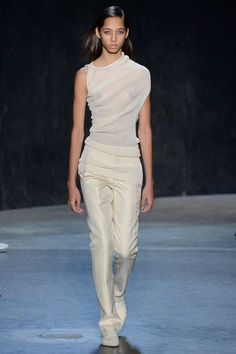 The complete Narciso Rodriguez Spring 2017 Ready-to-Wear fashion show now on…