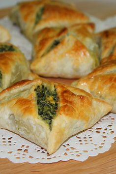 Easy peasy nibble – spinach feta in puff pastry dough Spinach Puff Pastry, Puff Pastry Dough, Spinach Pie, Puff Pastry Recipes, Spinach And Feta, Spinach Puffs Recipe, Puff Pastries, Frozen Spinach, Cream Cheese Lasagna