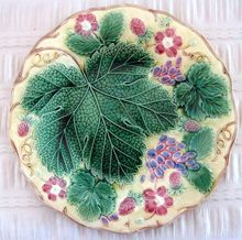 "Beautiful Wedgwood Majolica Plate "" Grapes And Strawberries"""