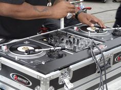 Technics SL-700 turntable.SPOTTED: 7″ Technics SL-700 turntable in the wild!