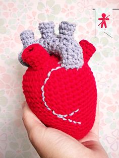 Crocheted by AmigurumisFanClub, ...♥ !!! Free pattern: http://labeletterose.blogspot.fr/2014/01/valentine-crochet-diy-here-is-my-heart.html
