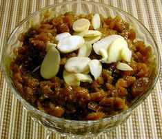 Gajar Halva (Carrot Pudding - an Indian Dessert). Primaltize it by using maple syrup instead of brown sugar or coconut palm sugar. Absolutely delicious if you like Indian desserts. Pudding Desserts, Halva Recipe, Carrot Pudding, Indian Pudding, Indian Dessert Recipes, Indian Recipes, Ethnic Recipes, Spicy Recipes, Easy Recipes