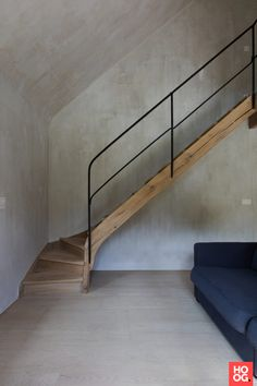 Hall with spiral staircase and wooden floors- Hal met draaitrap en houten vloeren Hall with spiral staircase and wooden floors - Stair Railing Design, Home Stairs Design, Interior Stairs, Interior Design Living Room, Interior Architecture, House Design, Stairs And Doors, House Stairs, Modern Staircase